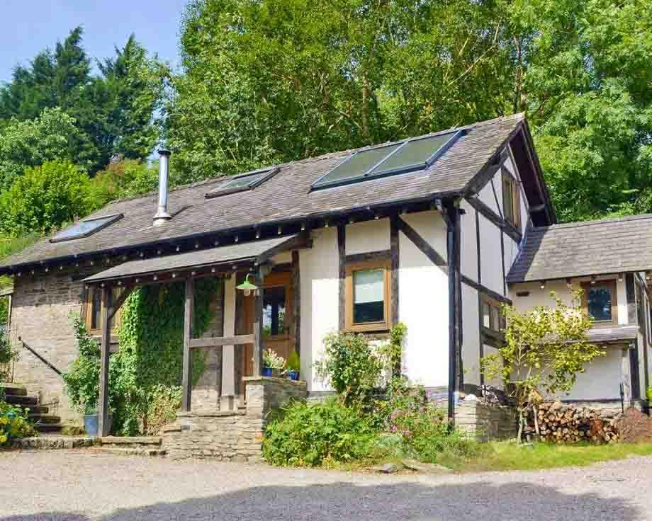 Alpine-Cottage-Couples-Meditation-Yoga-Retreat-Llethrau-1