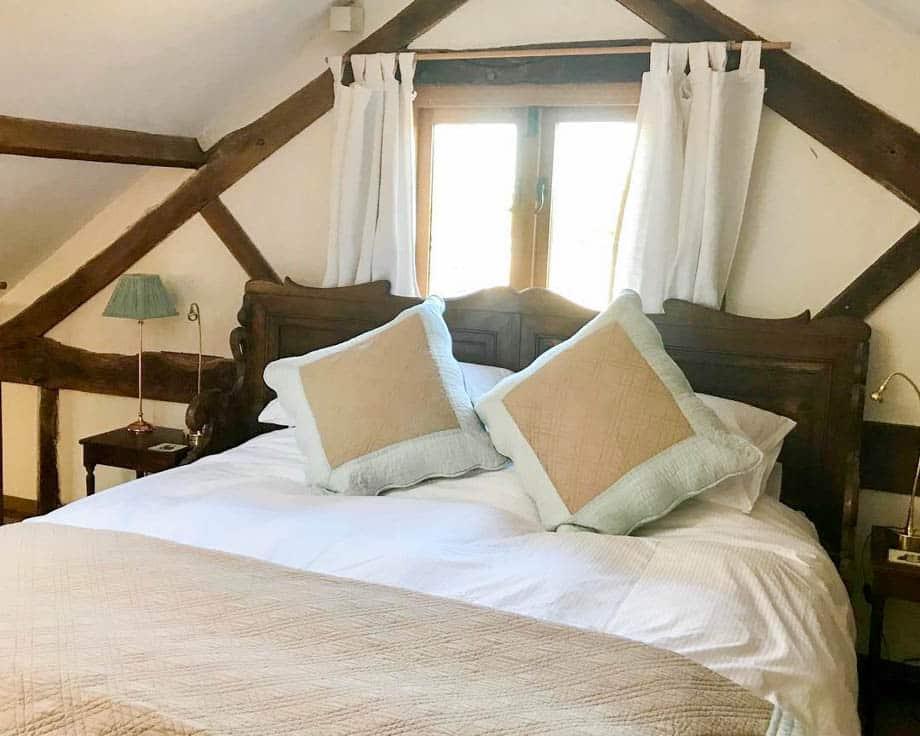 Alpine-Cottage-Couples-Meditation-Yoga-Retreat-Llethrau-11