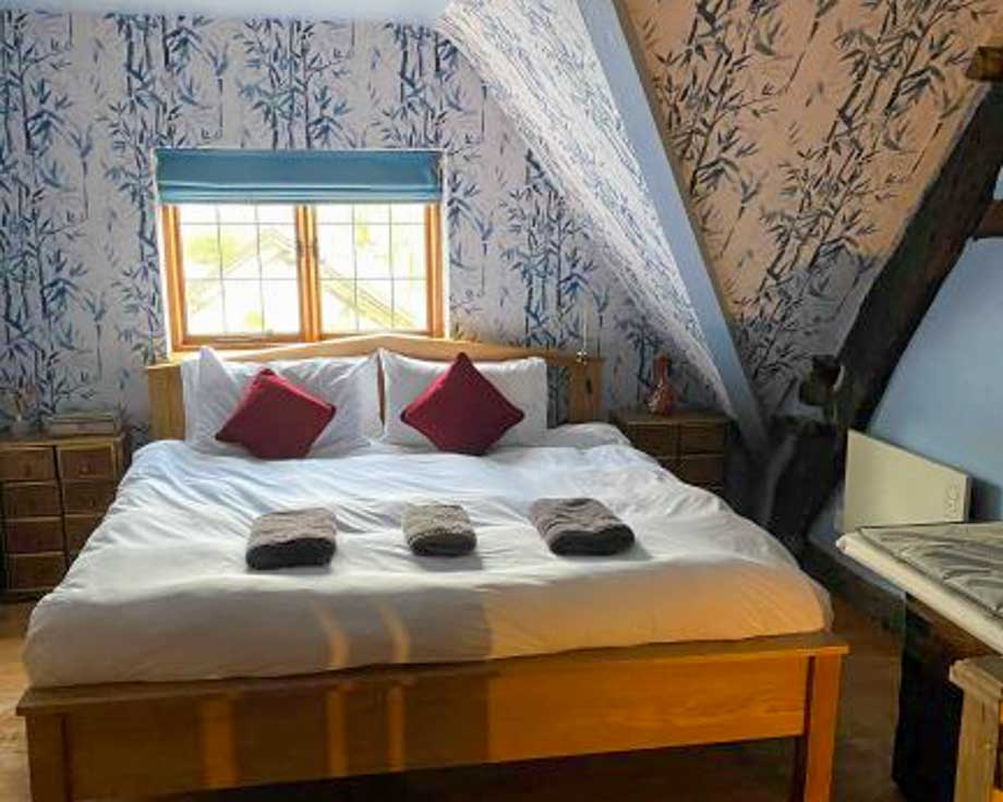 Farm-House-Cottage-Couples-Meditation-Yoga-Retreat-Llethrau-9