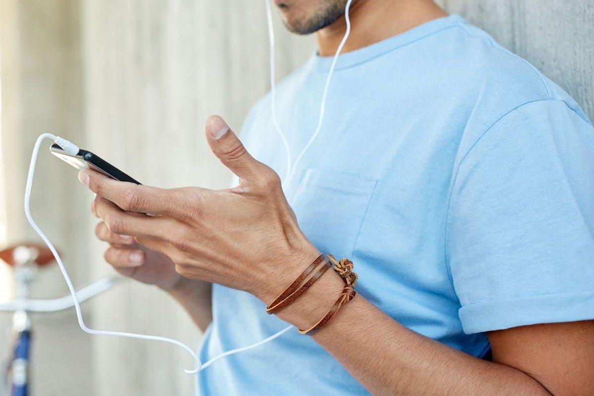 meditation-podcast-headphones
