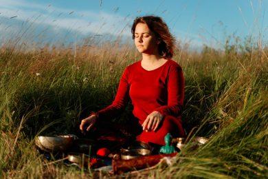 meditation-woman-buddhism-course